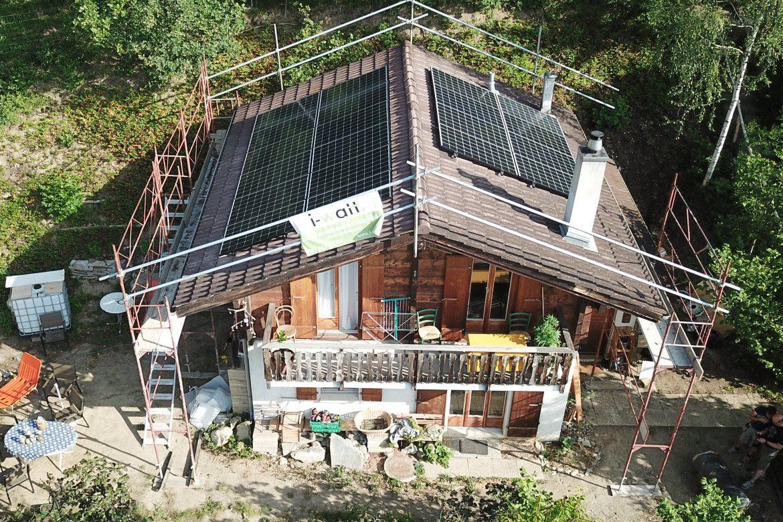 Panneau solaire sur chalet